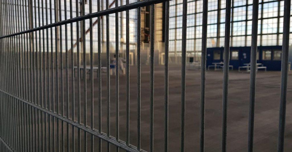 Общество: Депортационная тюрьма в аэропорту Мюнхена: роскошный отель стоит дешевле