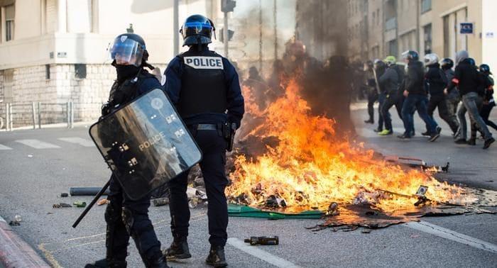Отовсюду обо всем: Франция готовится к новой волне беспорядков