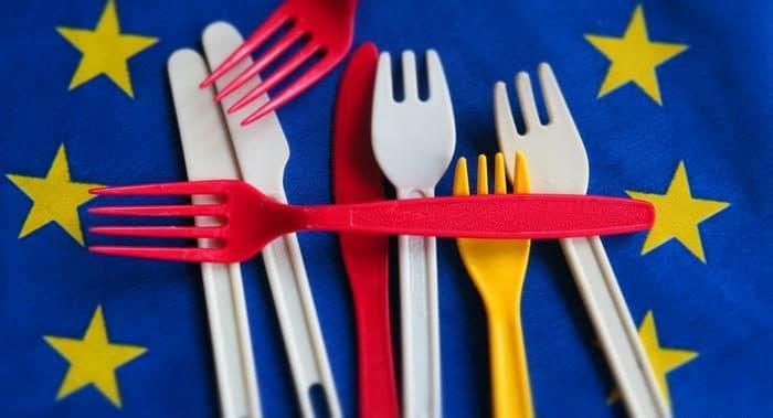 Закон и право: ЕС готовится запретить одноразовую пластиковую посуду