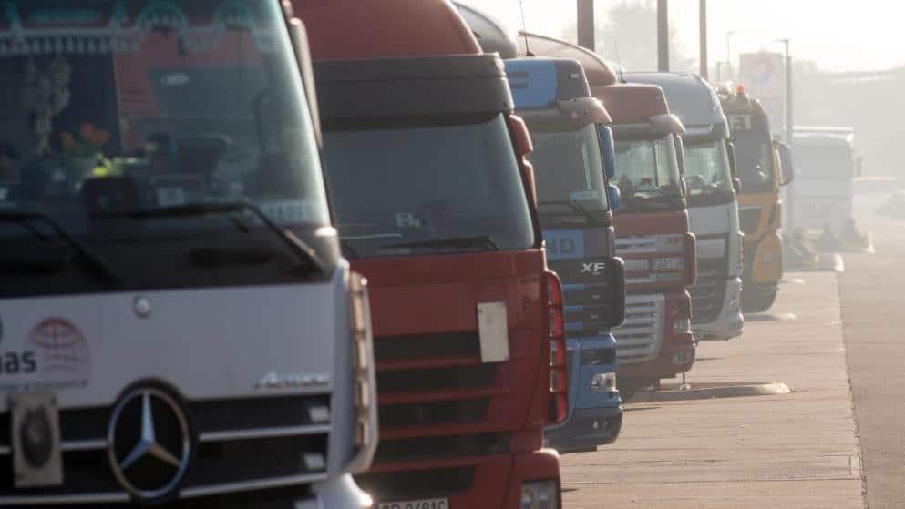 Закон и право: Водителям грузовиков запретят ночевать в машинах