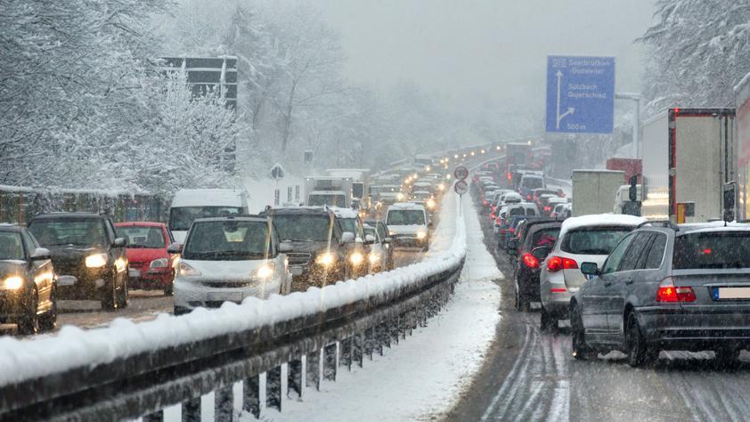 Общество: Рождественские праздники: когда лучше заправляться и каких автобанов следует избегать