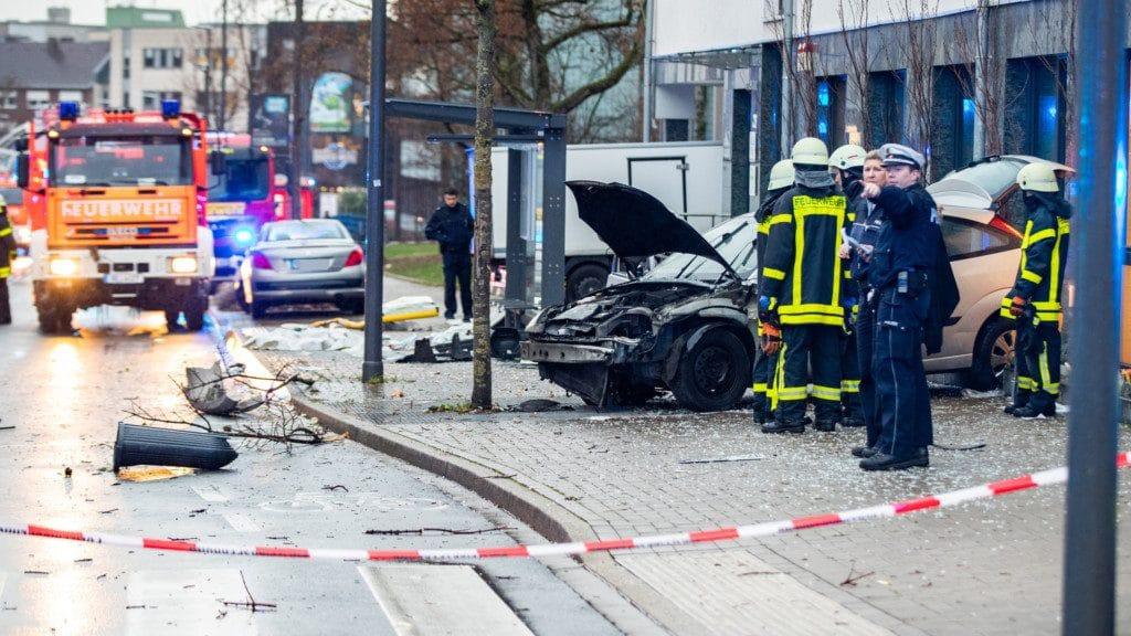 Происшествия: В Реклингхаузене водитель въехал в толпу: есть жертвы