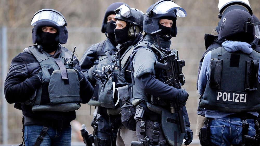 Происшествия: В Баден-Вюртемберге по подозрению в подготовке теракта задержаны трое