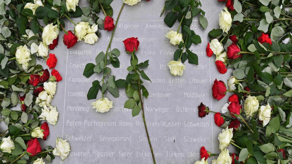 Политика: Членов АдГ не пустили в Бухенвальд на возложение венков