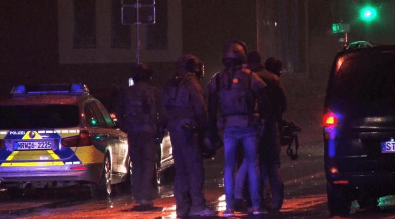 Происшествия: В Ленгерихе мужчина взял в заложники 43 подростка и двух женщин