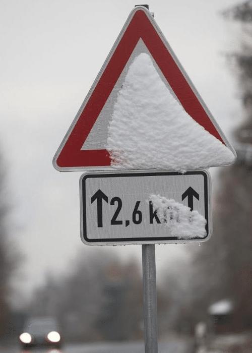 Закон и право: Действителен ли дорожный знак, если его замело снегом?