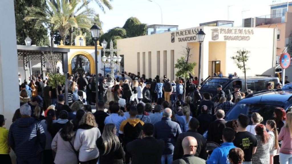 Отовсюду обо всем: Вчера состоялись похороны маленького Юлена, сотни людей пришли попрощаться с ним