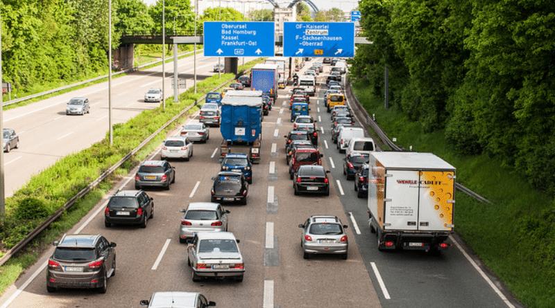 Общество: В 2018 году немцы провели в пробках 459 тысяч часов