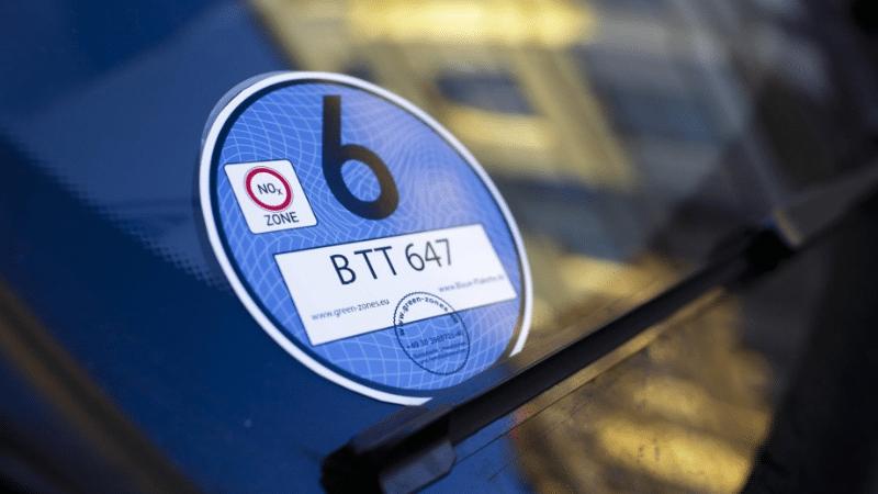 Общество: Голубой экологический стикер: кому ждать запрета на вождение?