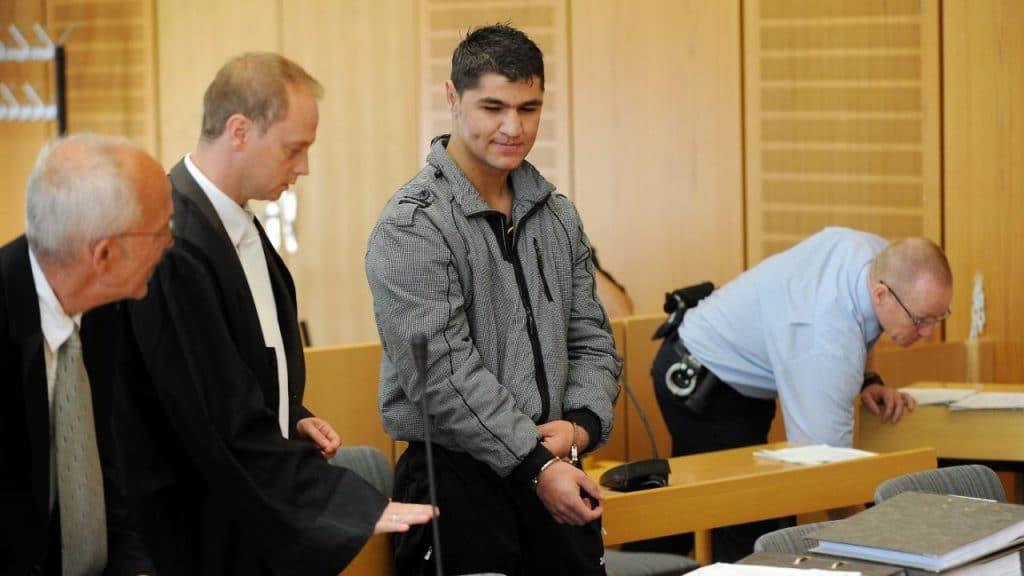 Происшествия: Изнасиловал, отбыл наказание и снова на свободе: почему Германия не избавится от этого беженца?