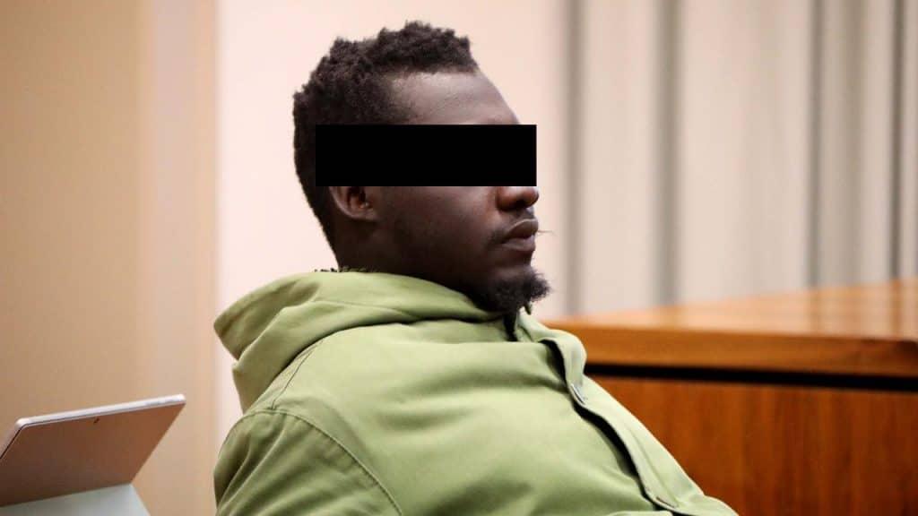 Происшествия: В Баварии судят африканца, изнасиловавшего стюардессу
