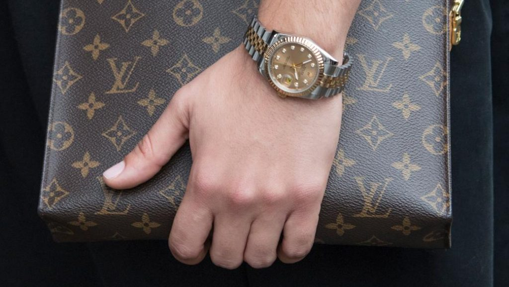 Общество: Как отличить брендовые часы от хорошей подделки?