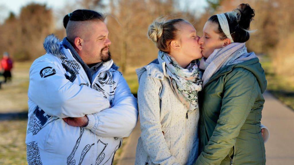Общество: Любовь на троих: у Нильса две жены, которые обожают друг друга