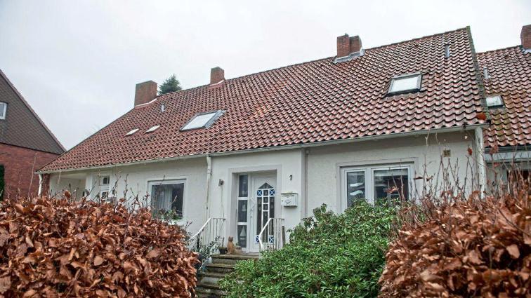 Общество: Немец мерзнет в доме без отопления – нечем платить