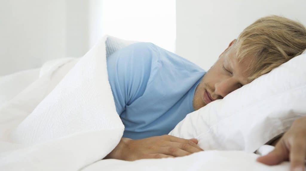 Здоровье: Дневной сон может быть первым симптомом ужасной болезни