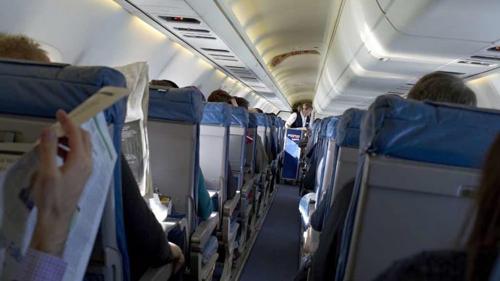 Общество: Как сделать так, чтобы место в самолете рядом с вами осталось свободно?