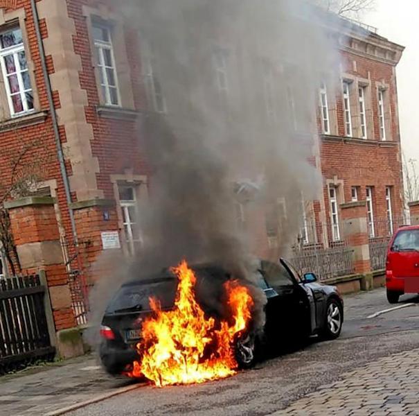 Происшествия: Школьник вытащил двухлетнюю сестру из горящего авто