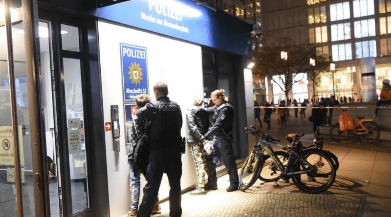 Происшествия: Встреча блогеров на Александерплац в Берлине закончилась массовой дракой