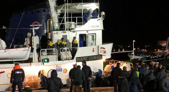 Политика: Европейские корабли больше не будут патрулировать Средиземное море