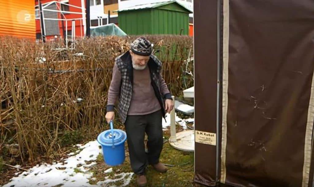Общество: В Рейнланд-Пфальце центр занятости экономит деньги и селит людей в кемпинге