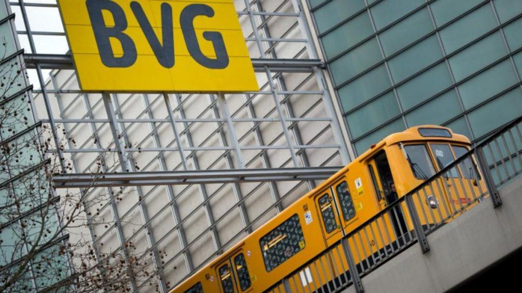 Общество: Транспортный коллапс в Берлине: не работает метро, стоят автобусы и трамваи