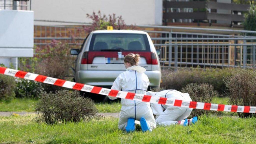 Происшествия: Мужчина попытался сбить женщину, а затем сильно избил ее