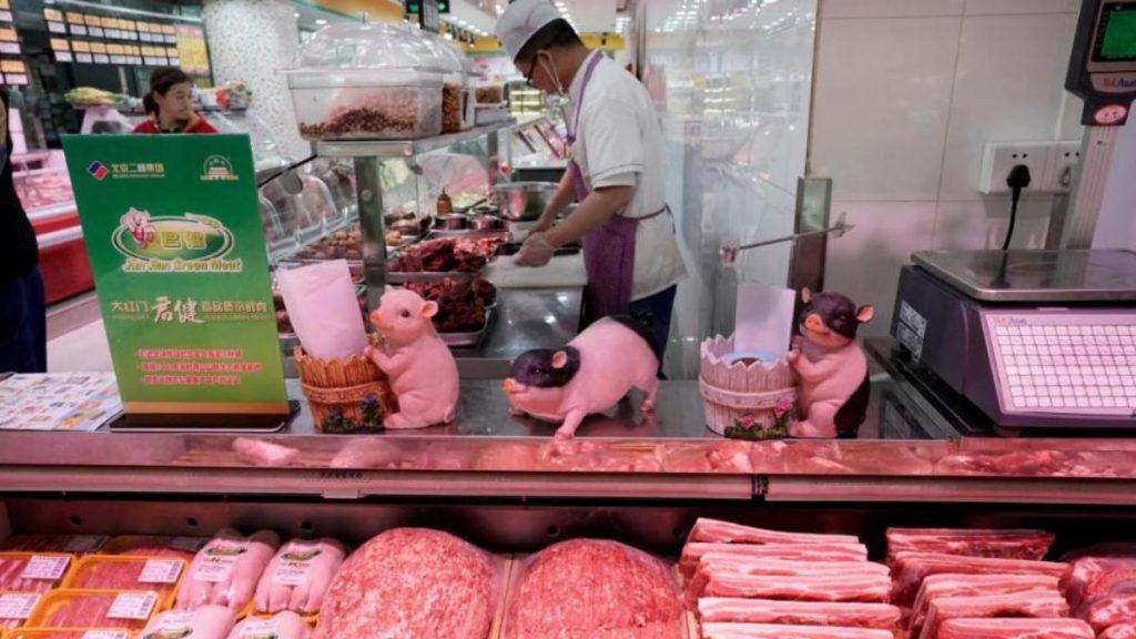 Общество: В Германии может подорожать свинина из-за того, что ее скупает Китай