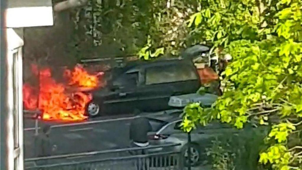 Происшествия: Тело должны были доставить в крематорий, но сначала пожарным пришлось спасать его от огня