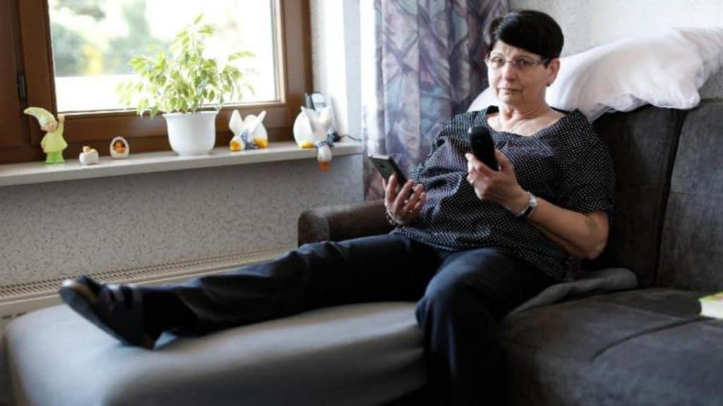 Происшествия: Как пенсионерке удалось обмануть телефонного мошенника: подробная запись разговора