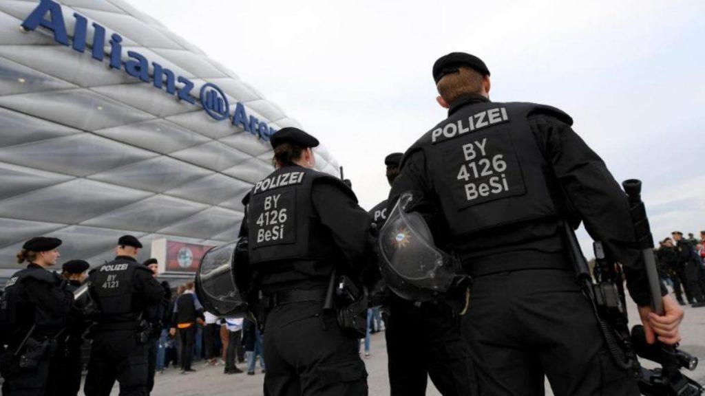 Происшествия: Футбольный матч в Мюнхене: неизвестный стрелял в прохожего, нарушители оплевали полицейских