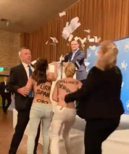 Общество: Активистки Femen устроили акцию протеста на выступлении Йенса Шпана