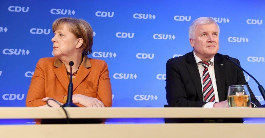 Общество: Иск против Меркель и заявление Зеехофера о том, что Германия стала безопаснее: 10 новостей, которые вы могли пропустить