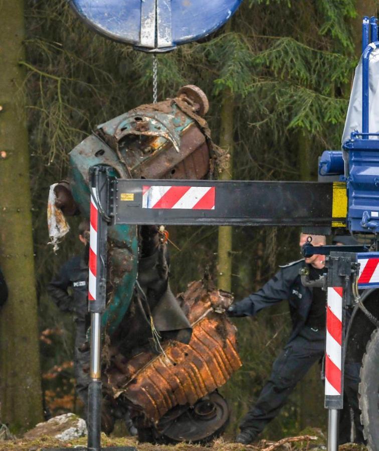 Происшествия: Странное исчезновение 12-летней Моники: какую тайну скрывает погребенный в лесу Volkswagen рис 3