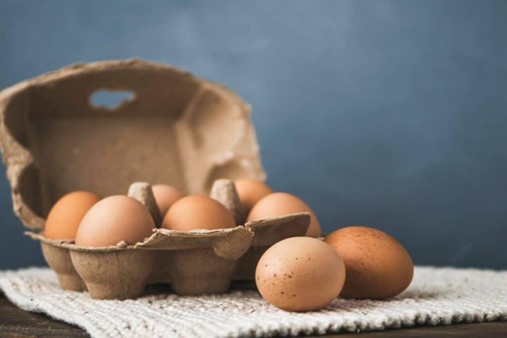 Полезные советы: Зачем кассиры открывают лотки с яйцами
