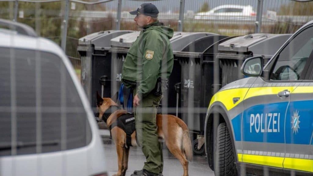 Происшествия: Просители убежища ранили пятерых полицейских