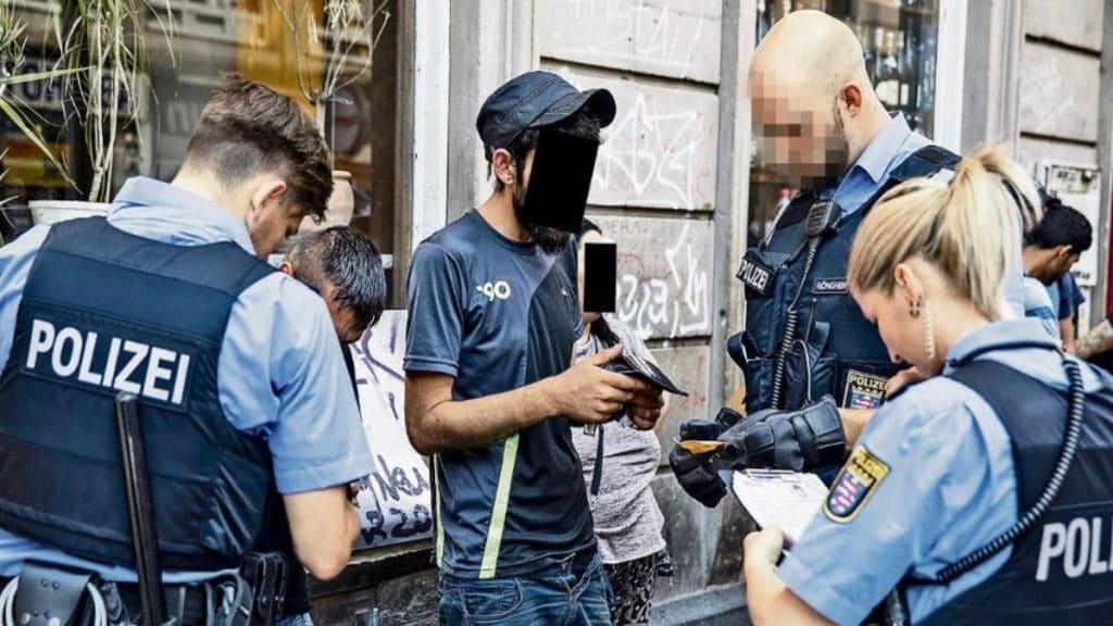 Общество: Подлежащие депортации покупают украденные документы и остаются жить в Германии