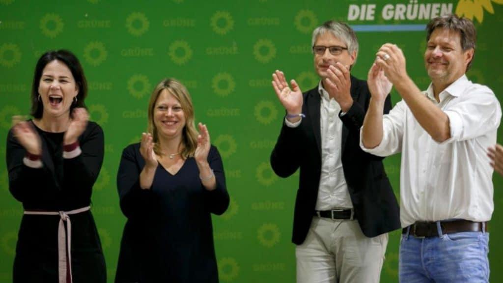Политика: В политических опросах зеленые впервые обогнали союз ХДС/ХСС