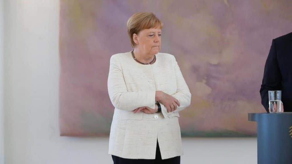 Общество: Разведывательные службы активно собирают информацию о состоянии здоровья Меркель