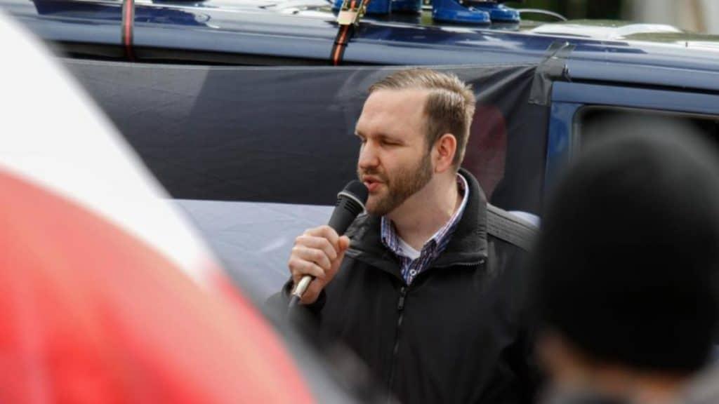 Происшествия: За демонстрацию гитлеровского приветствия неонациста приговорили к тюремному заключению