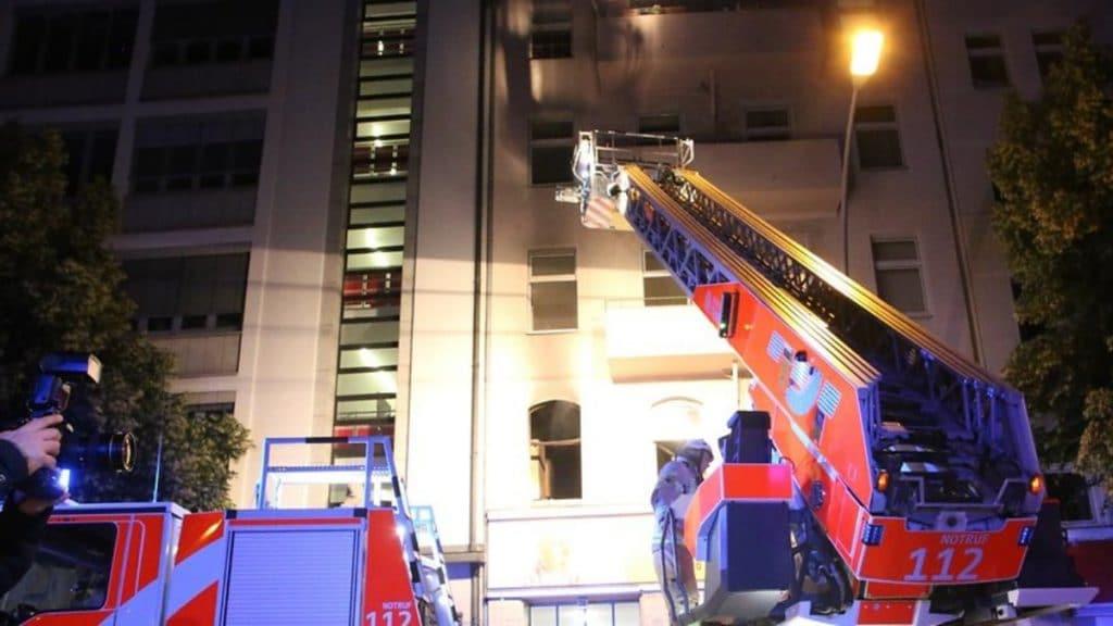 Происшествия: Пожар в Берлине: мать с ребенком выпрыгнула из окна