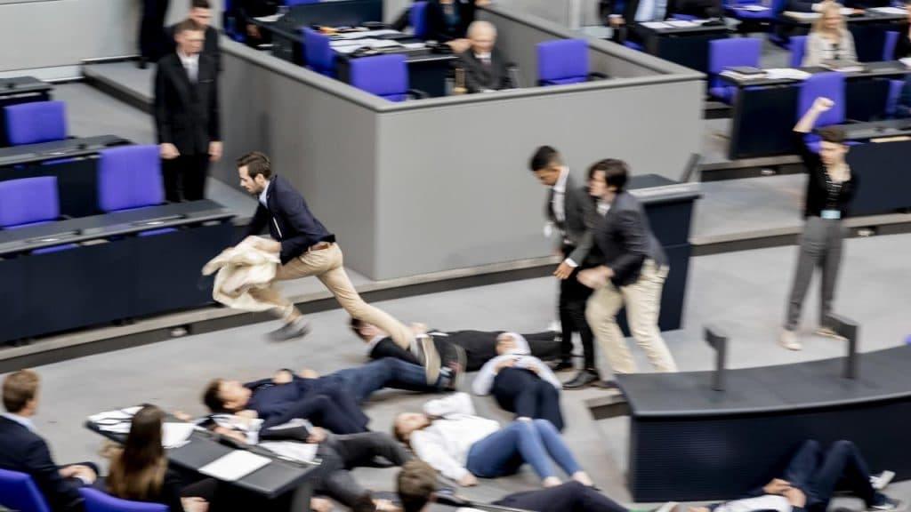 Происшествия: Драка и погоня в бундестаге