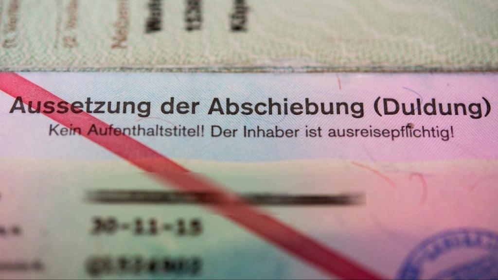 Общество: Опасный салафит разгуливает улицами Дюссельдорфа: 14 лет его не могут депортировать