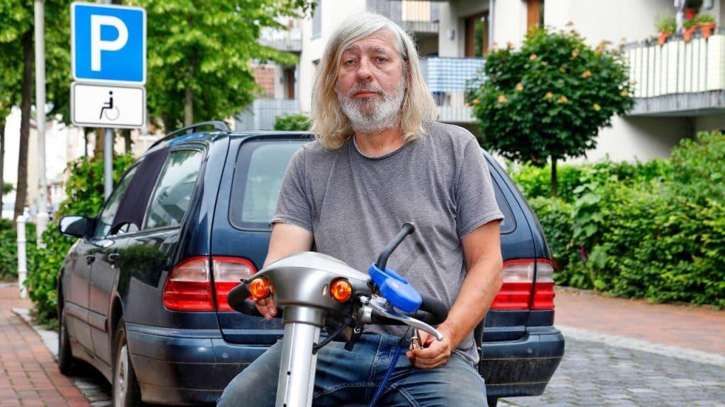Общество: Инвалида отправили в тюрьму за то, что он припарковался на месте для инвалидов