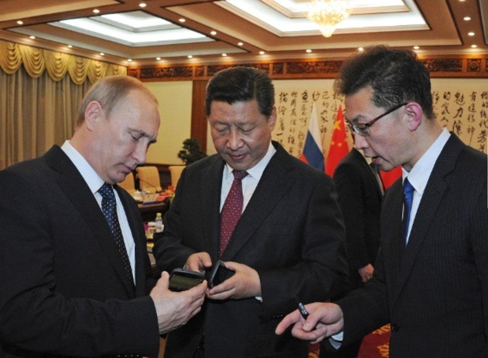 Общество: Политики и их мобильные телефоны - эти устройства правят миром рис 5