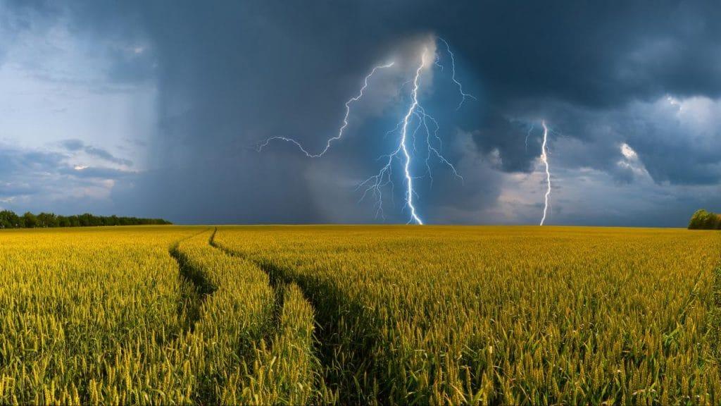 Погода: Грозы, торнадо и ураганы: в Германию идет непогода