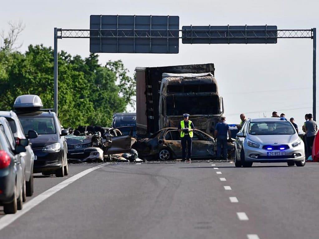 Отовсюду обо всем: В Польше столкнулись и загорелись семь автомобилей: погибло шесть человек