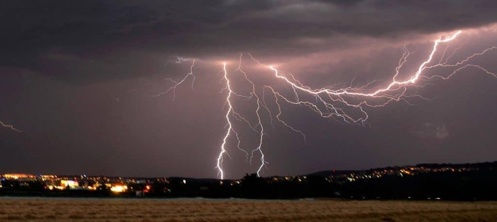 Происшествия: Пожар в Бранденбурге и торнадо в Мюнстерланде:  грозы и ураганы продолжают свой тур по Германии