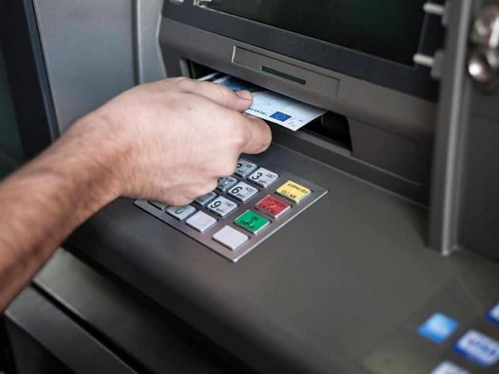 Деньги: Немецкие банки увеличивают плату за пользование счетами