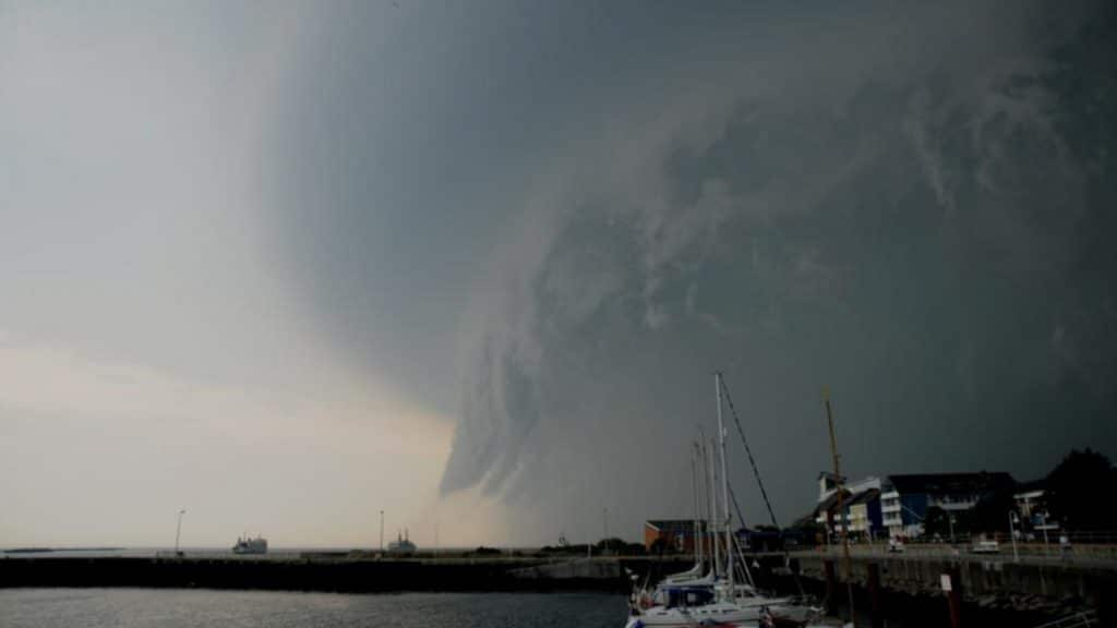 Погода: Грозы, град и ураганы: на всей территории Германии объявлено штормовое предупреждение