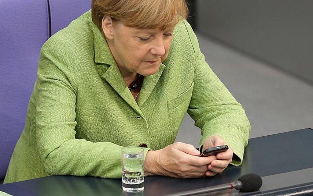 Общество: Политики и их мобильные телефоны - эти устройства правят миром